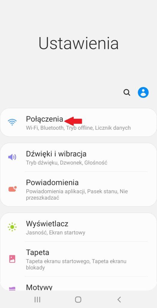 """Screen z telefonu Android z menu ustawienia i czerwona strzałka wskazująca opcję """"Połączenia"""""""