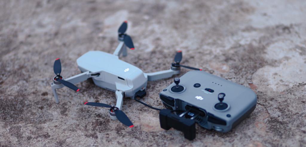 Dron i pilot do zdalnego sterowania